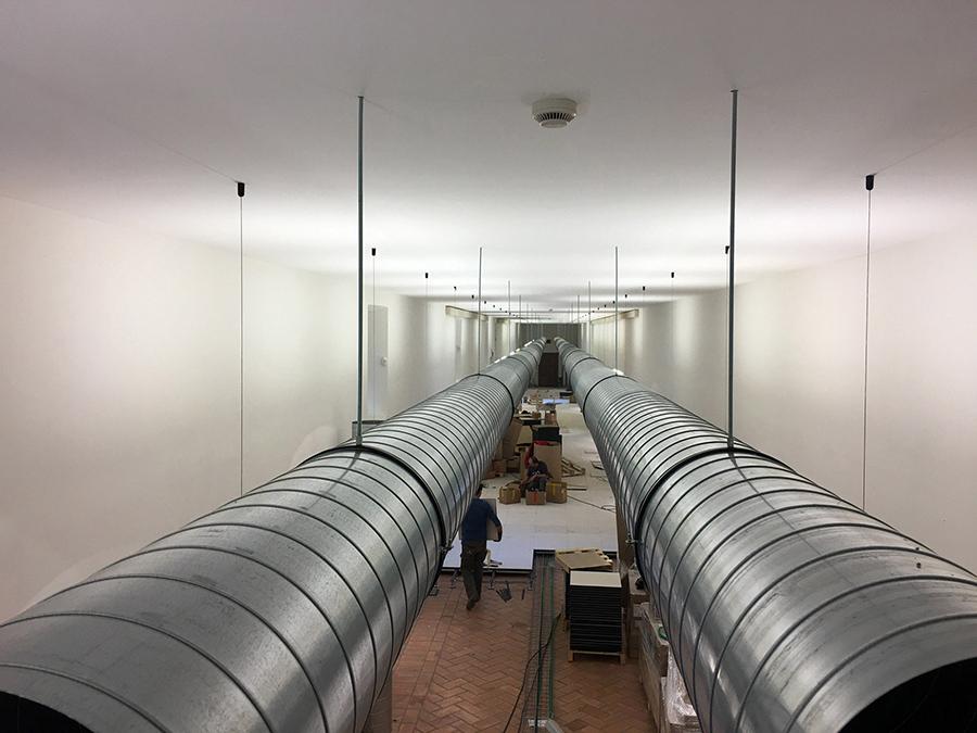 Canalizzazione a vista impianto VMC, per ricambio aria in entrata e uscita con recupero calore. VMC installato a Villa Mondragone (Castelli Romani, Roma)